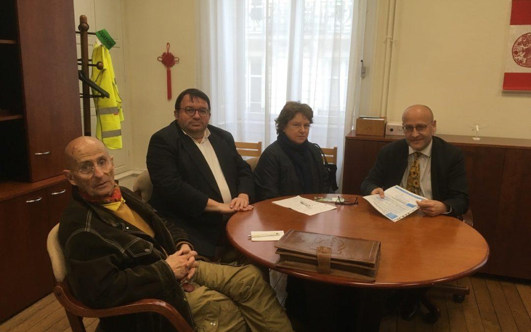 Hervé DOUAGLIN, Proviseur du Lycée JULES VERNE, reçoit l'Amicale et annonce sa nouvelle affectation